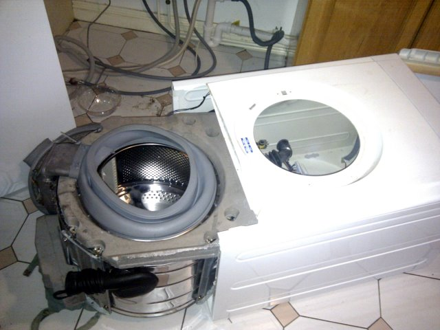 Why I won't be buing an indesit in future. Appliances should be servicable.